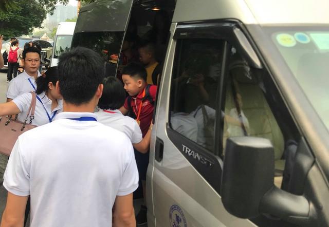 Vụ bé lớp 1 tử vong: Nhiều xe đưa đón học sinh trường Gateway hoạt động không phép - Ảnh 2.