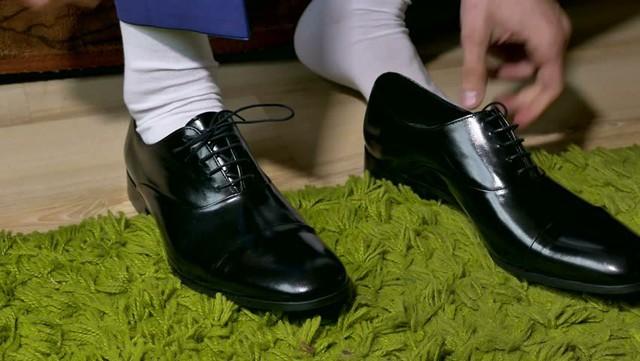 Nếu thấy chồng đi giày đen với tất trắng, vợ phải chấn chỉnh lại ngay! - Ảnh 1.
