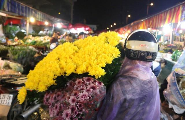 Lễ Vu lan: Giá hoa tươi tăng mạnh - Ảnh 2.