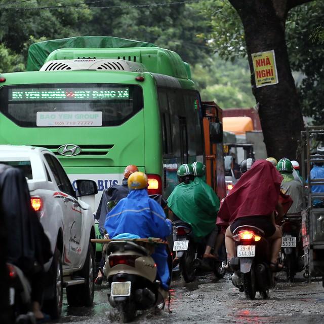 Hà Nội: Chùm ảnh đường Cầu Bươu tắc kinh hoàng từ sáng sớm đến trưa - Ảnh 6.