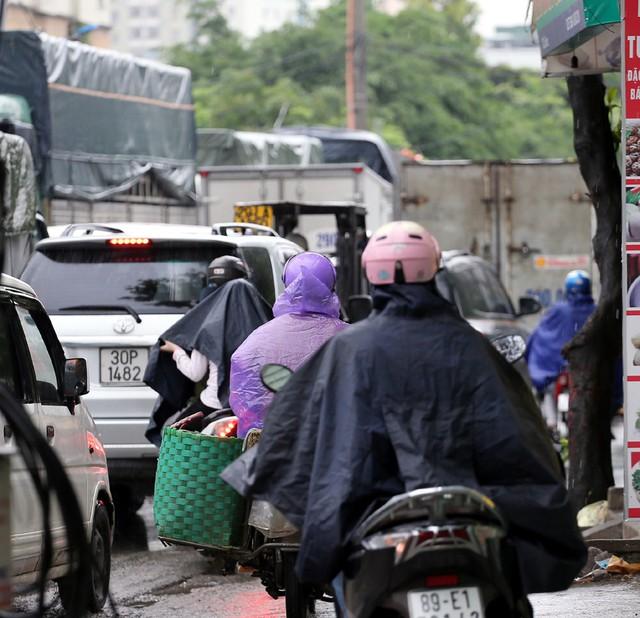 Hà Nội: Chùm ảnh đường Cầu Bươu tắc kinh hoàng từ sáng sớm đến trưa - Ảnh 7.