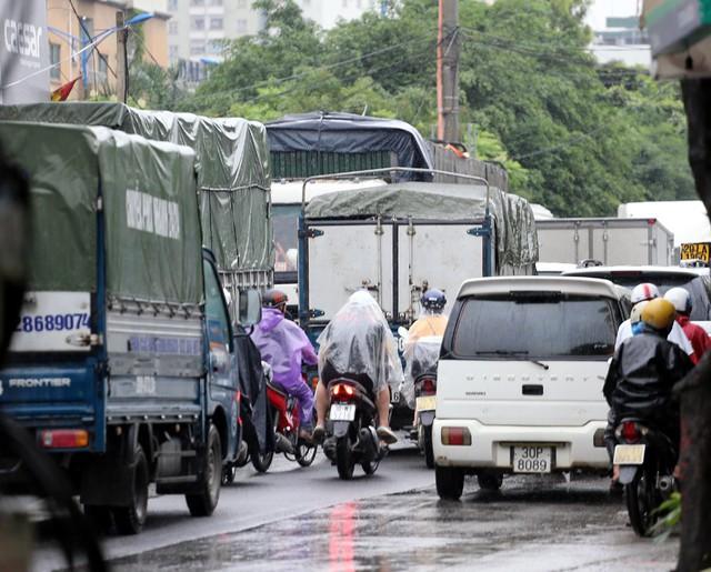 Hà Nội: Chùm ảnh đường Cầu Bươu tắc kinh hoàng từ sáng sớm đến trưa - Ảnh 9.