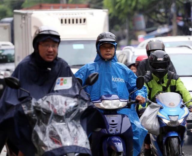 Hà Nội: Chùm ảnh đường Cầu Bươu tắc kinh hoàng từ sáng sớm đến trưa - Ảnh 10.