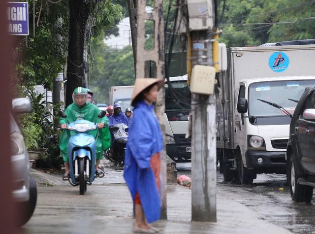 Hà Nội: Chùm ảnh đường Cầu Bươu tắc kinh hoàng từ sáng sớm đến trưa - Ảnh 12.