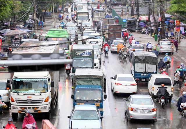 Hà Nội: Chùm ảnh đường Cầu Bươu tắc kinh hoàng từ sáng sớm đến trưa - Ảnh 3.
