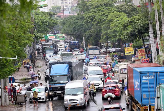 Hà Nội: Chùm ảnh đường Cầu Bươu tắc kinh hoàng từ sáng sớm đến trưa - Ảnh 4.