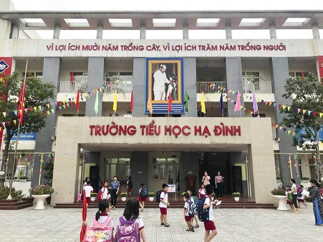 Hàng trăm học sinh nghỉ học sau vụ cháy kho Rạng Đông  - Ảnh 2.