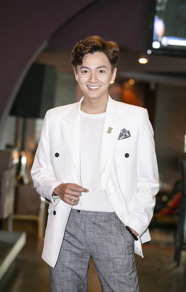 Ngô Kiến Huy lần đầu nói về mối quan hệ với tình cũ Khổng Tú Quỳnh sau khi kết thúc chuyện tình 8 năm - Ảnh 1.