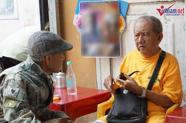 Vừa ra viện, Mạc Can đi nhận trợ cấp 2,6 triệu, ngồi trà đá với bạn bè - Ảnh 11.