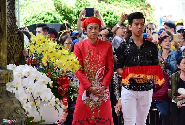 Nghệ sĩ Hoài Linh làm lễ rước kiệu trong ngày giỗ Tổ nghề - Ảnh 3.