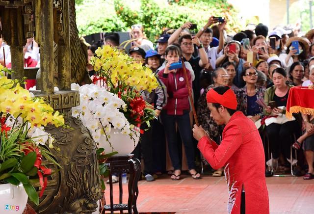 Nghệ sĩ Hoài Linh làm lễ rước kiệu trong ngày giỗ Tổ nghề - Ảnh 4.