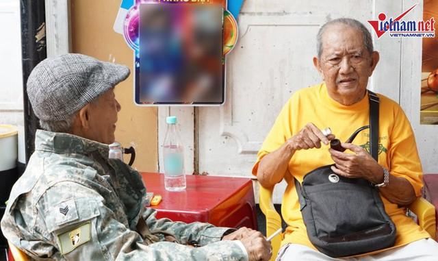 Vừa ra viện, Mạc Can đi nhận trợ cấp 2,6 triệu, ngồi trà đá với bạn bè - Ảnh 10.
