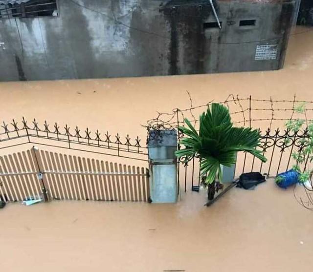 Cộng đồng mạng xót xa chia sẻ hình ảnh TP Thái Nguyên ngập nặng sau trận mưa lớn - Ảnh 1.