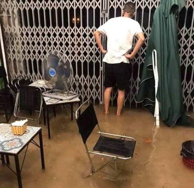 Cộng đồng mạng xót xa chia sẻ hình ảnh TP Thái Nguyên ngập nặng sau trận mưa lớn - Ảnh 3.