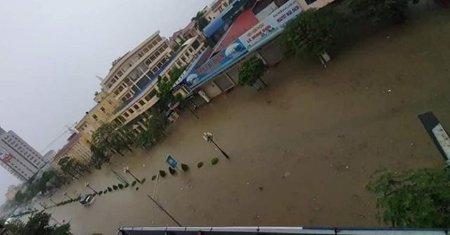 Cộng đồng mạng xót xa chia sẻ hình ảnh TP Thái Nguyên ngập nặng sau trận mưa lớn - Ảnh 5.