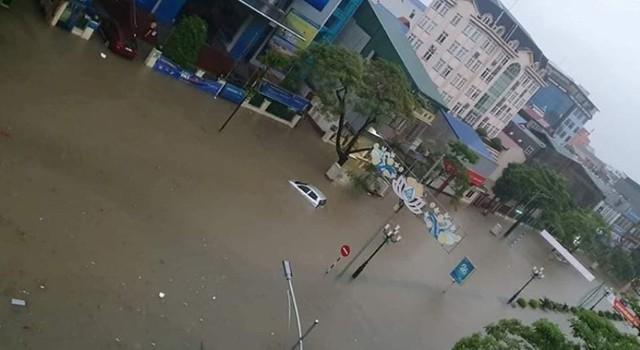 Cộng đồng mạng xót xa chia sẻ hình ảnh TP Thái Nguyên ngập nặng sau trận mưa lớn - Ảnh 6.