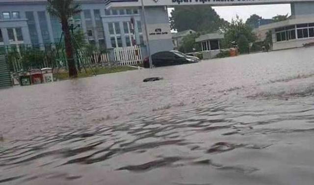 Cộng đồng mạng xót xa chia sẻ hình ảnh TP Thái Nguyên ngập nặng sau trận mưa lớn - Ảnh 8.