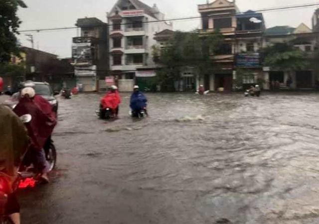 Cộng đồng mạng xót xa chia sẻ hình ảnh TP Thái Nguyên ngập nặng sau trận mưa lớn - Ảnh 9.