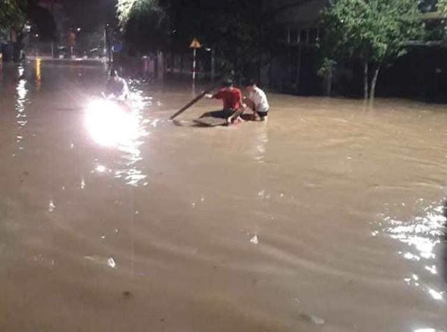 Cộng đồng mạng xót xa chia sẻ hình ảnh TP Thái Nguyên ngập nặng sau trận mưa lớn - Ảnh 13.