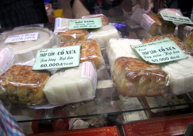 Người Hà Nội lại xếp hàng từ sáng đến đêm để... mua bánh trung thu - Ảnh 9.