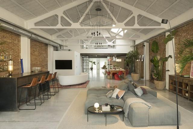 Ngôi nhà có phong cách độc đáo giúp chủ nhân luôn tìm được sự cân bằng sau một ngày làm việc mệt mỏi - Ảnh 1.
