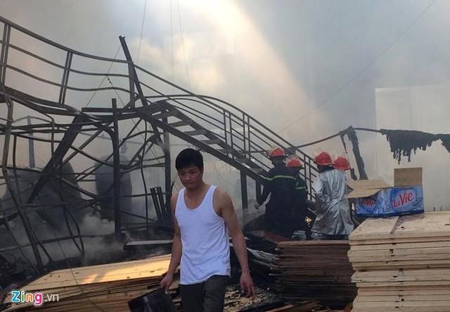 Làm cháy nhà xưởng, chủ thầu và thợ hàn phải đền 104 tỷ đồng - Ảnh 2.