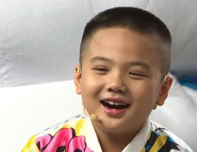 Nhanh như chớp nhí: Trấn Thành, Trúc Nhân nổi da gà với IQ vô cực của thần đồng 7 tuổi - Ảnh 1.