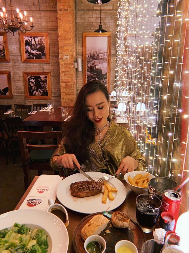 5 nhà hàng steak đắt xắt ra miếng nổi tiếng ở Hà Nội - Ảnh 1.