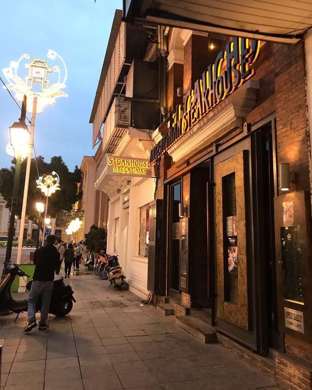 5 nhà hàng steak đắt xắt ra miếng nổi tiếng ở Hà Nội - Ảnh 2.
