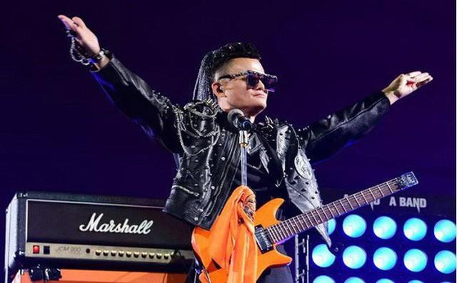Jack Ma hát rock và khóc trong ngày từ chức chủ tịch Alibaba - Ảnh 1.