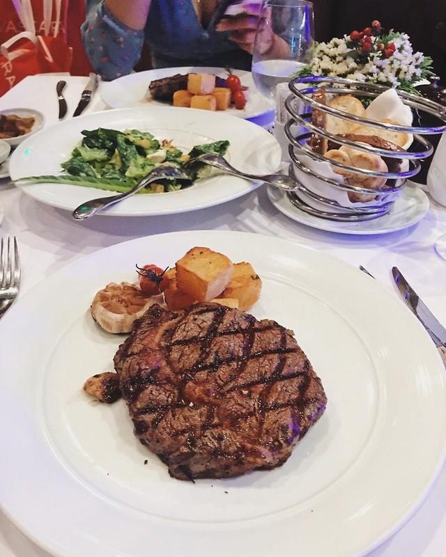 5 nhà hàng steak đắt xắt ra miếng nổi tiếng ở Hà Nội - Ảnh 18.