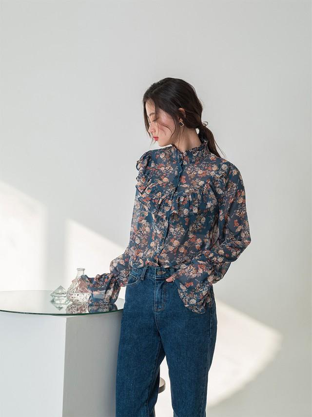 Chiếc áo cộng thêm vài phần sang chảnh cho các chị em công sở hóa ra cực dễ mix đồ  - Ảnh 3.