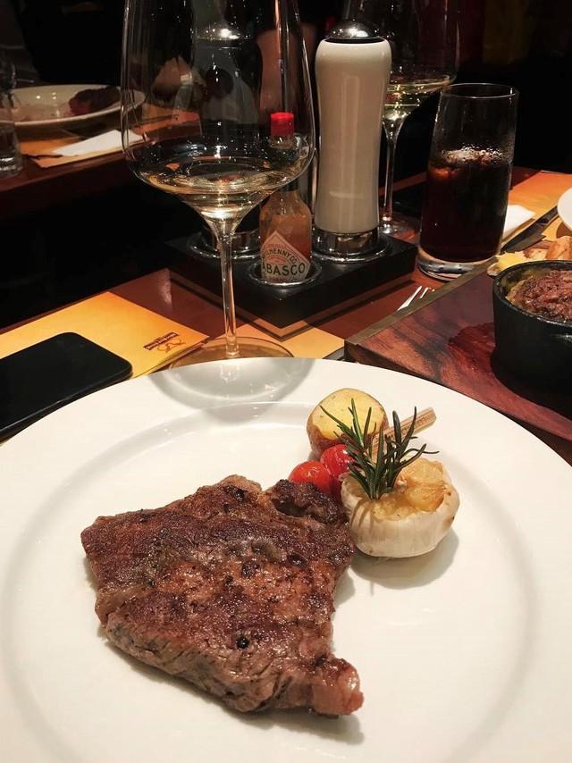 5 nhà hàng steak đắt xắt ra miếng nổi tiếng ở Hà Nội - Ảnh 21.