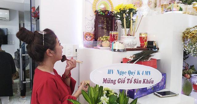 NSƯT Trịnh Kim Chi tiết lộ các quan niệm kỳ lạ trong nghi lễ cúng Tổ nghề sân khấu - Ảnh 3.