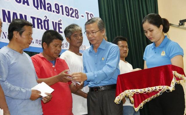 Ly kỳ chuyện cá heo chỉ đường cứu 41 ngư dân Quảng Nam thoát chết - Ảnh 4.