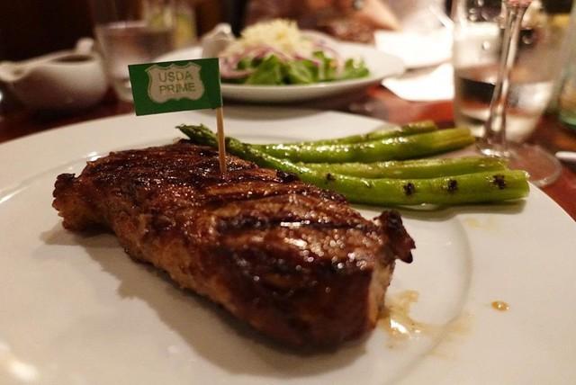 5 nhà hàng steak đắt xắt ra miếng nổi tiếng ở Hà Nội - Ảnh 5.