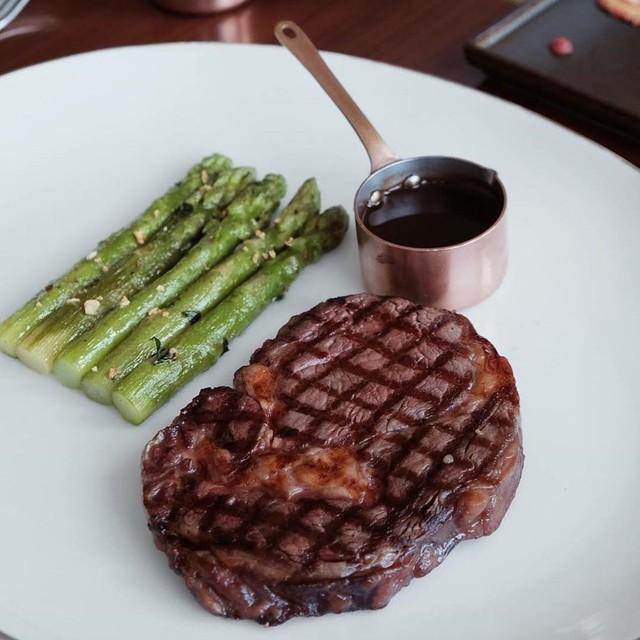 5 nhà hàng steak đắt xắt ra miếng nổi tiếng ở Hà Nội - Ảnh 9.