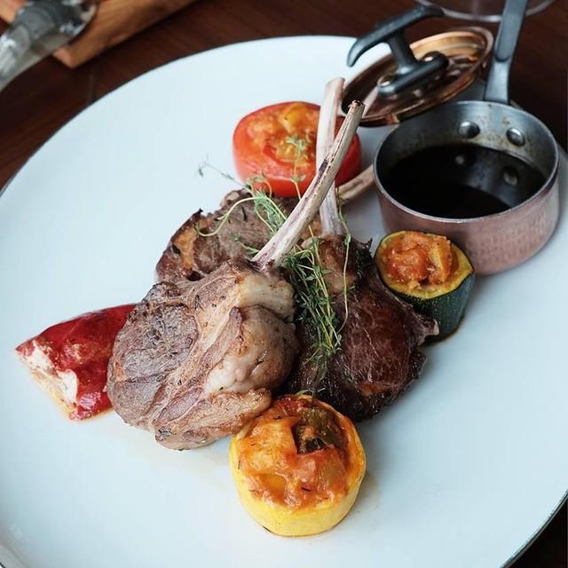 5 nhà hàng steak đắt xắt ra miếng nổi tiếng ở Hà Nội - Ảnh 10.