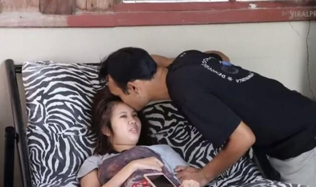 Chàng trai 3 năm chăm bạn gái liệt - Ảnh 2.
