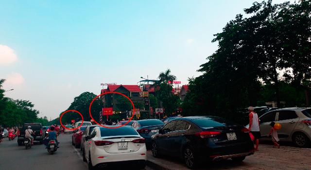 Sau loạt bài về xe ôtô chiếm vỉa hè Hà Nội: Quận, phường kêu khó xử lý(?) - Ảnh 1.