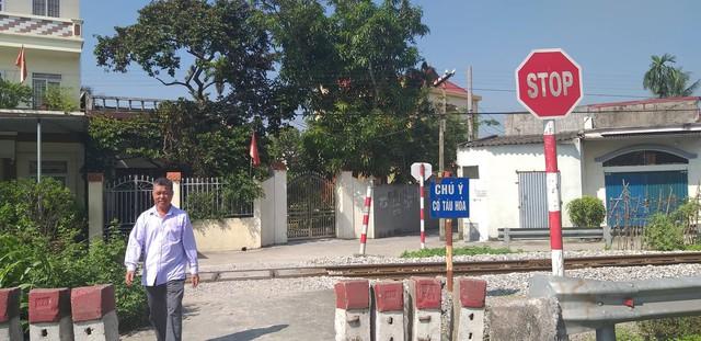 Hải Phòng: Người dân chiếm dụng hành lang, mở lối đi qua đường sắt - Ảnh 1.