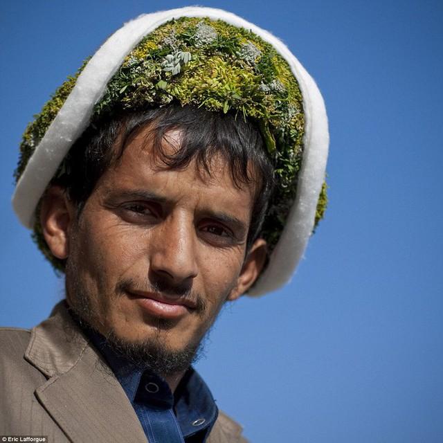 Vùng đất các chị em lo tất, đàn ông chỉ việc đội vương miện hoa cười tươi rồi làm việc nhẹ là được - Ảnh 11.