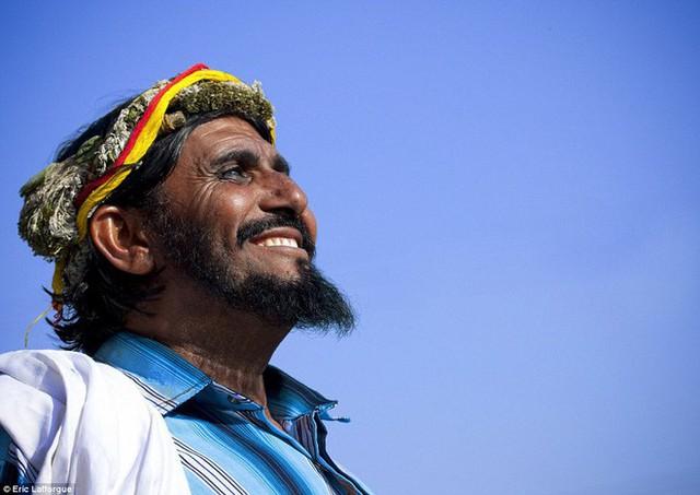 Vùng đất các chị em lo tất, đàn ông chỉ việc đội vương miện hoa cười tươi rồi làm việc nhẹ là được - Ảnh 17.