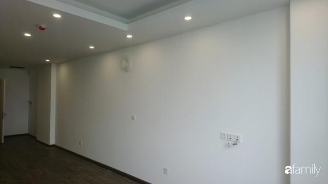 Từ hiện trạng trống trơn, căn hộ 81m² mặc chiếc áo tân cổ điển đẹp sang trọng với chi phí thi công 175 triệu ở Long Biên - Ảnh 3.