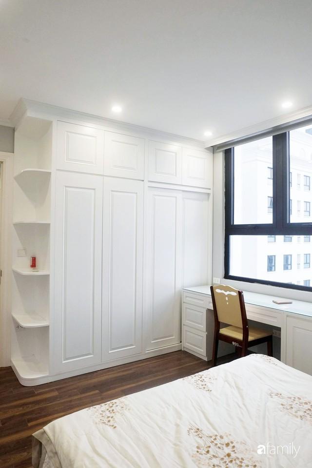 Từ hiện trạng trống trơn, căn hộ 81m² mặc chiếc áo tân cổ điển đẹp sang trọng với chi phí thi công 175 triệu ở Long Biên - Ảnh 21.