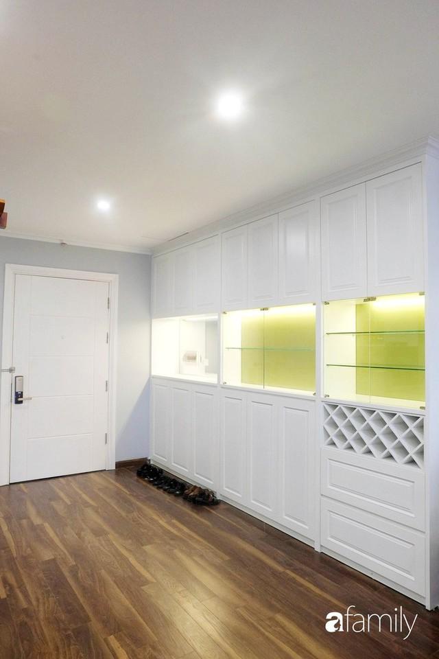 Từ hiện trạng trống trơn, căn hộ 81m² mặc chiếc áo tân cổ điển đẹp sang trọng với chi phí thi công 175 triệu ở Long Biên - Ảnh 5.
