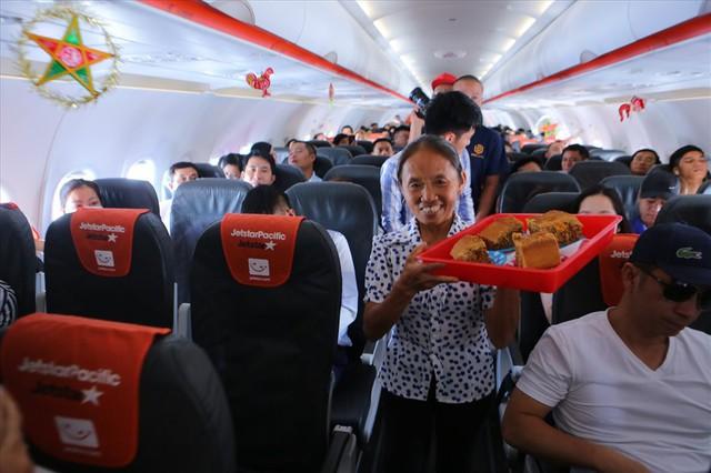 Tranh cãi việc bà Tân Vlog đưa bánh Trung thu siêu to lên máy bay Jetstar - Ảnh 4.