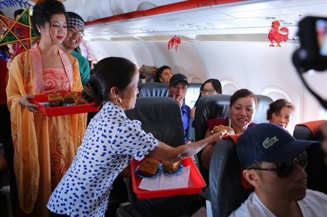 Tranh cãi việc bà Tân Vlog đưa bánh Trung thu siêu to lên máy bay Jetstar - Ảnh 5.