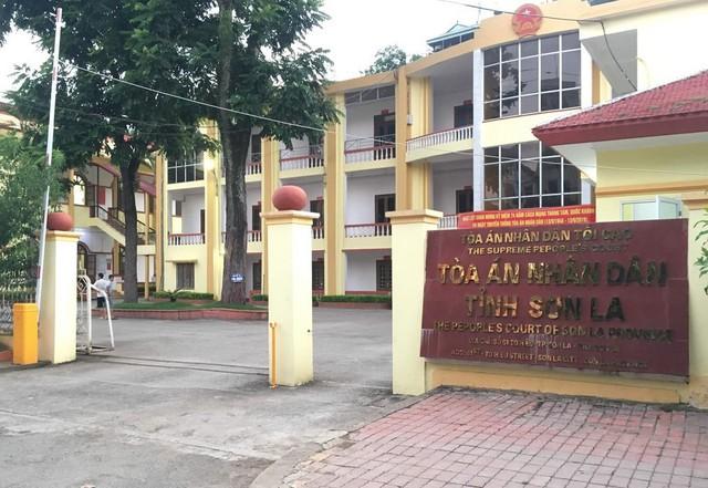 Xử vụ gian lận điểm thi ở Sơn La: Thí sinh được nâng điểm cũng bị triệu tập đến tòa - Ảnh 2.