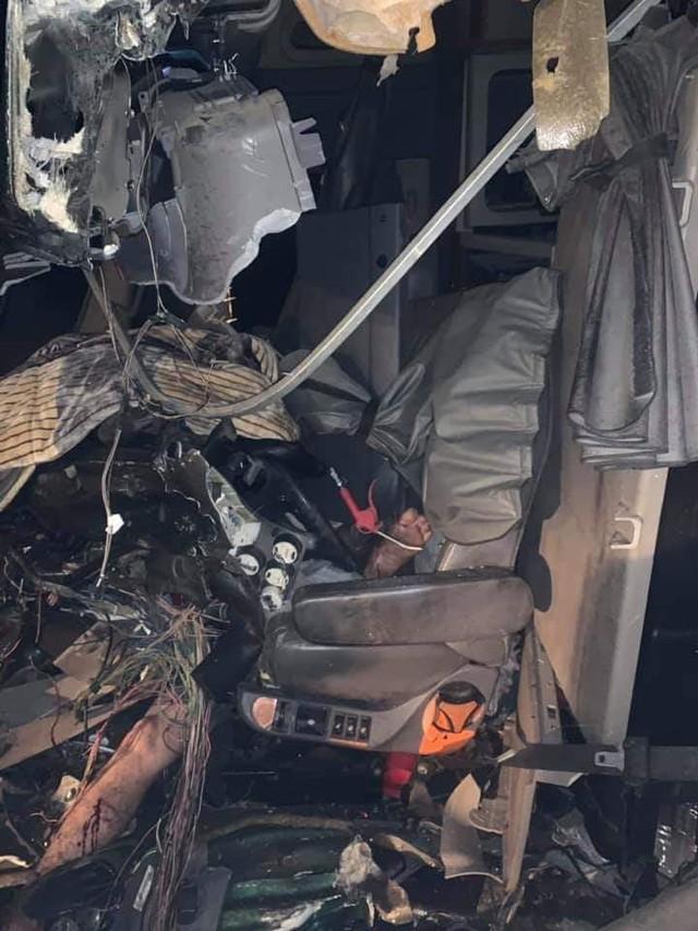 Hải Phòng: Mất lái, tài xế xe container gây tai nạn và mắc kẹt trong cabin - Ảnh 3.